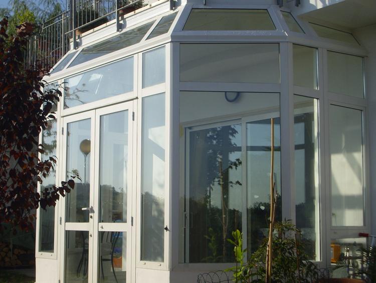 Chiusure locali pareti a libro verande vani scala - Verande mobili per balconi ...